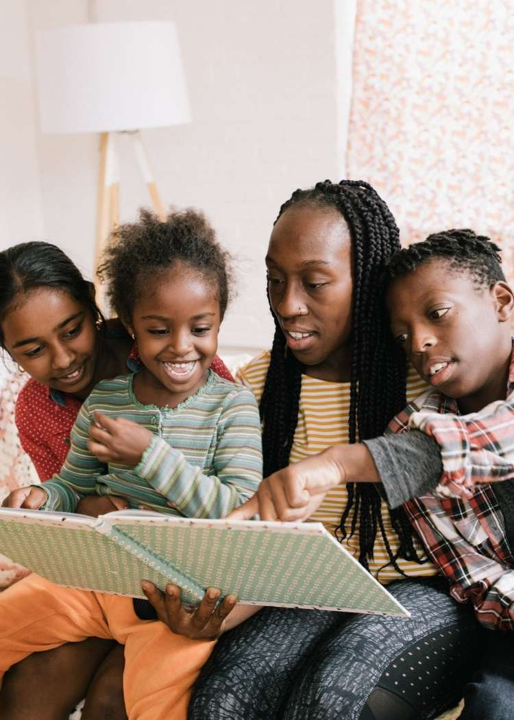 mom of color reading to her children
